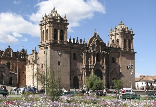 Fachada y vista de la Catedral del Cusco
