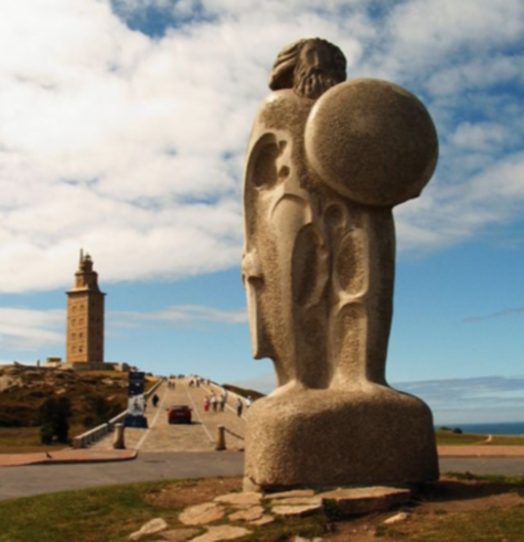Estatua de Breogan y al fondo el faro romano conocido como Torre Hércules